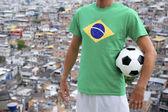 Favela favela brasileira futebol jogador futebol bola — Foto Stock