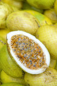 Fresh Passionfruit Maracuja at Brazilian Farmers Market — Stock Photo