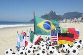 Futbol topları rio de janeiro brezilya uluslararası futbol takım bayrakları — Stok fotoğraf
