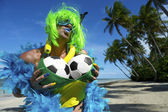 Sexy Braziliaanse voetbal fan op strand — Stockfoto