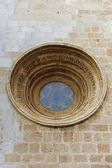 Fenêtre médiévale et les murs du temple à tarragone — Photo