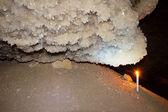 蜡烛和德鲁兹石膏晶体 — 图库照片