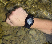 Hand with watch in water — Stock Photo