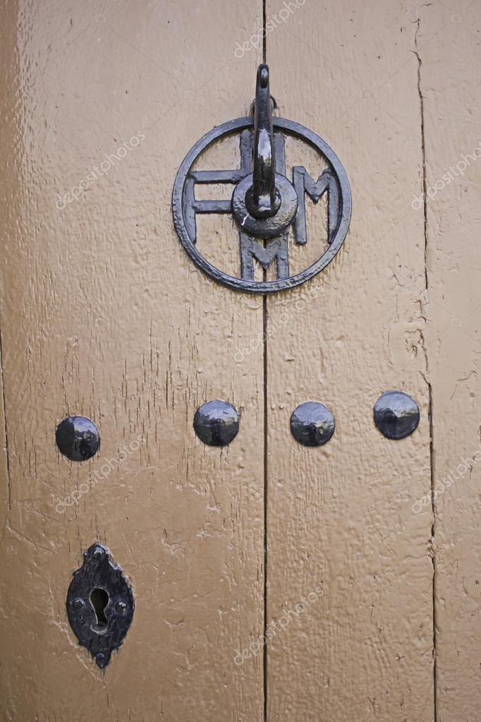 Varnished wooden door with iron lock and antique decor — Stock Photo #14120198