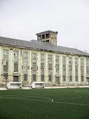 Opuszczony budynek z piłki nożnej — Zdjęcie stockowe