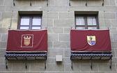 Gebäude mit flaggen — Stockfoto