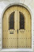 Välvd dörr — Stockfoto