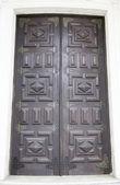 деревянная дверь с петель — Стоковое фото