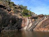 Jezioro między pionowe skały. australii zachodniej, w pobliżu perth. — Zdjęcie stockowe