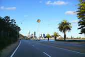 Perspective of road and city of Perth, November 29, 2007 in Perth, Australia. — Stock Photo