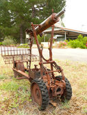 Amusing and rusty model of machine gun. Western Australia, near Albany. — Stock Photo