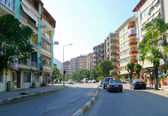 View of the city: the architectural structure of the road with cars in Turkey, Gaziantep - November 4, 2008. — Stock Photo