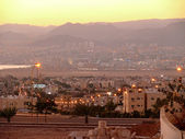 City at sunset in Aqaba, Jordan - November 6, 2008. City buildings. Evening lighting. — Stok fotoğraf