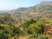 Birr wieś w dolinie gór. Afryka. — Zdjęcie stockowe