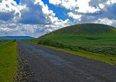 Zbliżenie drogi transgranicznej osada moiale. afryka, etiopia — Zdjęcie stockowe