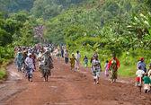 MOSHI, TANZANIA - 30 NOVEMBER 2008: The road in People go to wor — Stock Photo