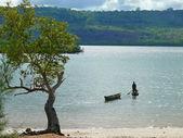 LINDI, TANZANIA - DESEMBER 3, 2008: Two boats the dugout near th — Stock Photo