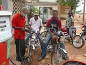 MOCUBA, MOZAMBIQUE - 7 DECEMBER 2008: Gas station. A group of un — Stock Photo