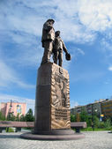 Nadym, Russia - July 5, 2005: the Monument in the Park, in the c — ストック写真
