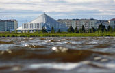 Nadym, Russia - July 18, 2008: Hotel iceberg foreground to the b — Stock Photo