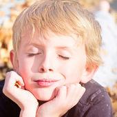 Boy Enjoying Autumn Fun — Stock fotografie