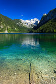 Beautiful alpine lake with crystal clear green water — Stock Photo