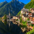 Sunrise at Hallstatt mountain village — 图库照片