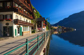 Street in Hallstatt lakeside town in morning light — Stock Photo