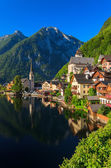 Sunrise at Hallstatt mountain village — Stock Photo