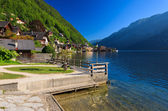 Sunrise at Hallstatt mountain village and lakeside promenade — Stock Photo
