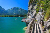 Wooden walkway along beautiful Wolfgang lake in the Alps Mountains — Stock Photo