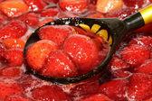 Fresas cocinadas en una cuchara — Foto de Stock