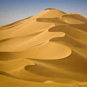Libyan Desert. Dense gold dust, dunes and beautiful sandy structures in the light of the low sun. — Stock Photo