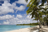 Beautiful tropical beach in luxury resort in Mauritius — Stock Photo
