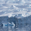 Nature of Antarctic Peninsula. Ices and icebergs. Travel on deep pure waters among glaciers of Antarctica. Fantastic snow landscapes. — Stock Photo #18601293