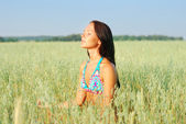 Young woman relax on the green field — Stock Photo