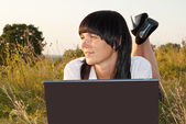 Pretty Young Woman Outdoor with Computer — Stock Photo