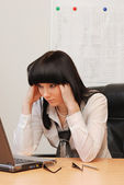 Young businesswoman solves the problem — Stock Photo