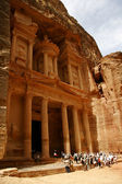 Toursts near Treasury, Petra, Jordan — Stock Photo