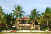 Litet hotell i tropikerna — Stockfoto