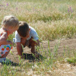 Two kids playing in country side — Foto de Stock