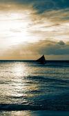 Zeegezicht met alleen schip — Stockfoto