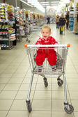 Crying baby in supermarket — Stock Photo