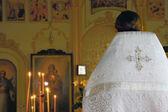 Sacerdote na igreja ortodoxa — Foto Stock