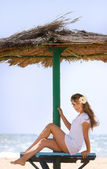 Young beautiful woman relaxing on beach — Stock Photo