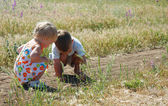 Two kids playing in country side — Stock Photo