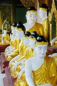 Buddist tapınağında budda heykeller — Stok fotoğraf