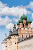 Old russian church with wooden domes — Stock Photo
