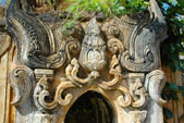 Details of stone carving in abandoned temple — Stock Photo