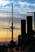 Silhouette of Russian cruiser Aurora. Saint-Petersburg — Stock Photo
